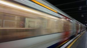 train-2586525_960_720